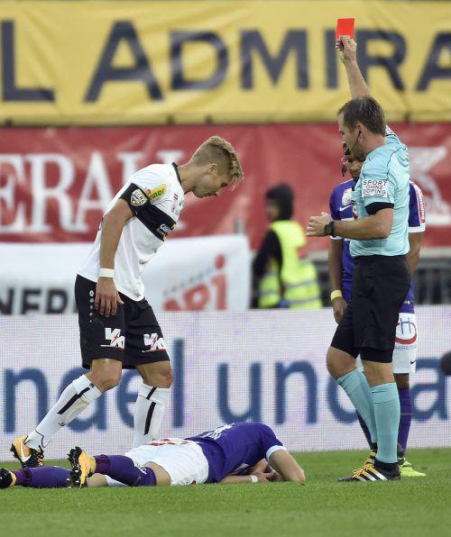 Für Rot gab es für Geburtstagskind Philipp Netzer (l.) ein Spiel Sperre.gepa