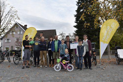 Nach einem ausgiebigen Radler-Frühstück fand der Fahrradwettbewerb seinen Abschluss mit der Ziehung des Hauptpreises.Marktgemeinde