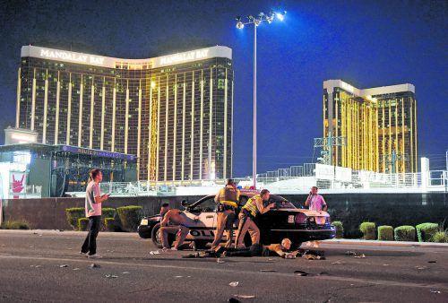 Schüsse aus dem 32. Stockwerk des berühmten Mandalay Bay Hotels in Las Vegas. Mindestens 58 Besucher eines Open-Air-Konzerts starben im Kugelhagel, weitere mehr als 500 Menschen wurden verletzt.AFP