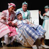 Herz- und hirnerfrischendes Seniorentheater mittendrin