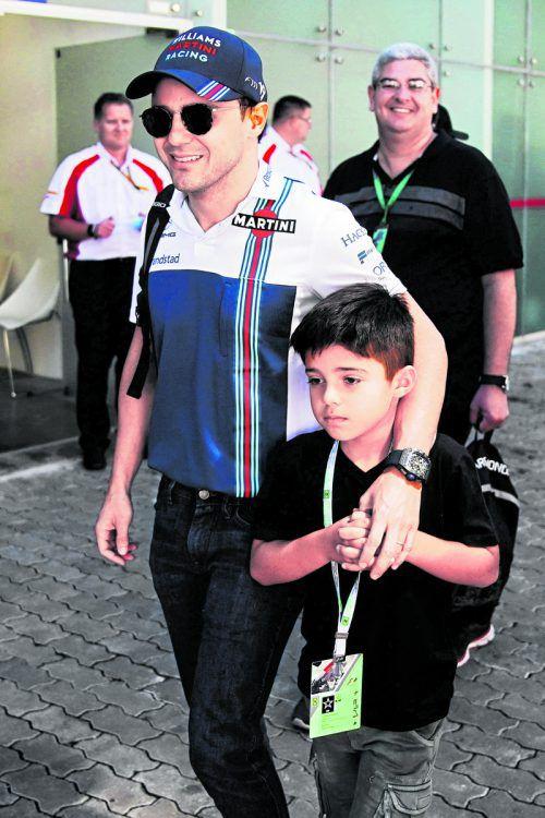 Abschied in Brasilien: Felipe Massa, im Bild mit Sohn Felipe Junior, fuhr auf dem Kurs in Interlagos einen siebten Platz heraus.gepa