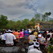 Aschesäule über Bali