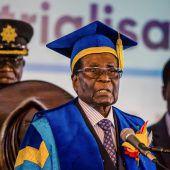 Mugabe zeigt sich in der Öffentlichkeit