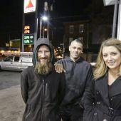 Obdachloser half Frau und wurde nun mit 60.000 Dollar belohnt