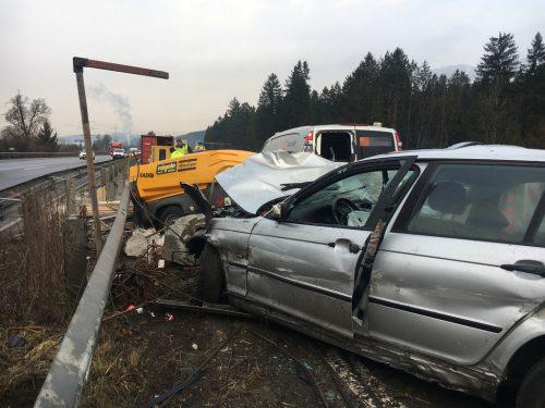 Der tragische Unfall auf der A 14 bei Nenzing verursachte auch großen Sachschaden. vol.at/MAdlener