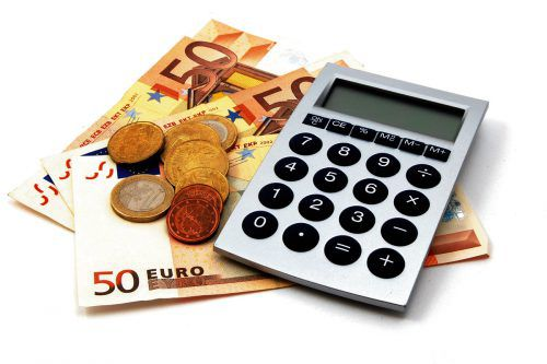 Die Nebenkosten des Immobilienkaufes sind im Finanzplan zu beachten.foto: shutterstock