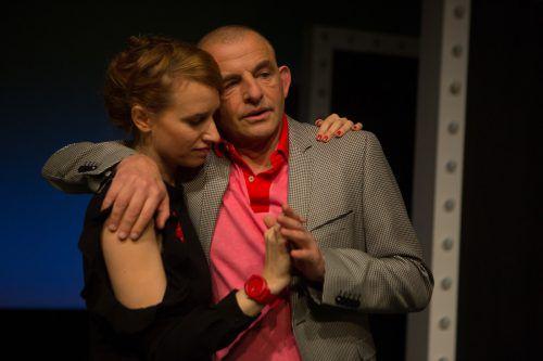 """Dominique Horwitz und Lisa Hofer in """"Tod eines Komikers"""" im Theater Kosmos in Bregenz. VN/Hartinger"""