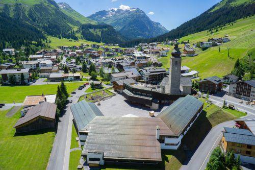 Gemeindeväter von Lech haben den Jahresobolus für Besitzer von Feriendomizilen kräftig angehoben. VN/Hartinger