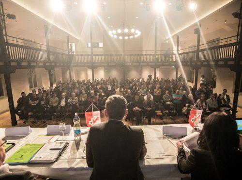 Ein voll besetzter Löwensaal mit interessierten Vereinsfunktionären bei der VFV-Hauptversammlung in Hohenems.sams