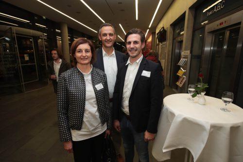 Elisabeth Herburger und Edgar Sohm (Carini Etiketten) mit Simon Bischof (Russmedia).
