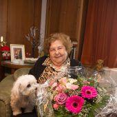 Grande Dame der Wohltätigkeit wird 90