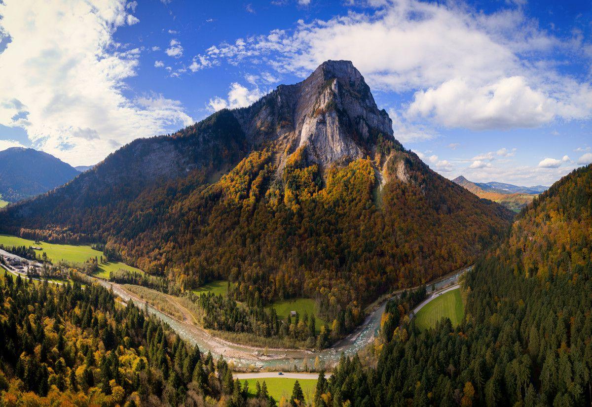 Die Kanisfluh, ein weitgehend isoliert stehendes Bergmassiv, ist ein Juwel und bietet ein besonderes Naturerlebnis. D. Stiplvsek, VN/Steurer, L. Berchtold, Volare