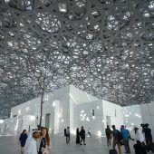 Louvre Abu Dhabi als Botschaft, die Fanatismus zurückdrängt eröffnet