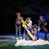 Landestheater startete am Sonntag die Weihnachtszeit mit witzigem Musical. D2