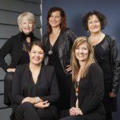 Fünf Frauen und eine Stimmgabel