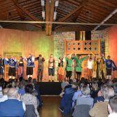 Schwere Gefechte und Intrigen auf der Egger Theaterbühne