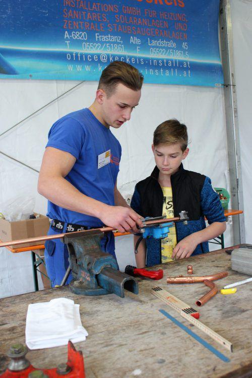 Informieren und Ausprobieren steht bei der Lehrlingsmesse in Nenzing im Fokus. VN/js