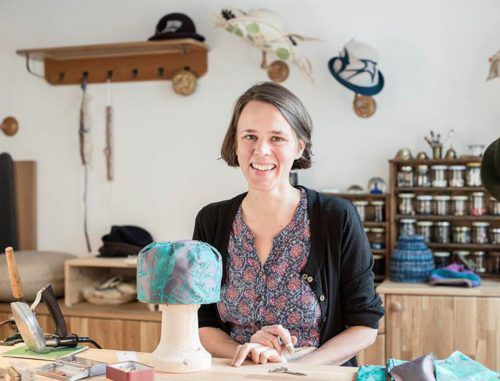 Lea Wimmer eröffnet am Samstag ihre Hutmacherwerkstatt. Nussbaumer