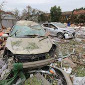 Heftige Explosion lässt in China Häuser einstürzen