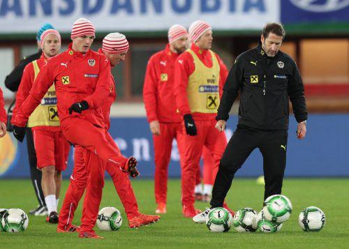Nach den sonnigen Tagen im spanischen Marbella müssen sich Foda und seine Spieler wieder an kalte Temperaturen gewöhnen.gepa