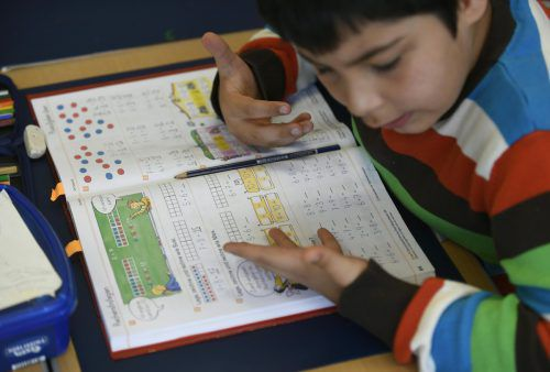 ÖVP und FPÖ fordern Bildungs- statt Schulpflicht. Wer die Kompetenzen nicht beherrscht, muss am Ende in eine Förderklasse.APA