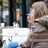 Auch Rauchen am Balkon gefährdet Kinder