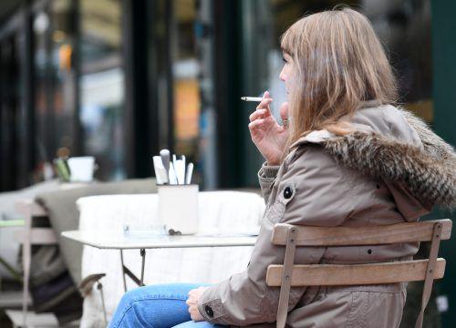 Die Altersgrenze beim Rauchen wird um zwei Jahre auf 18 erhöht. APA