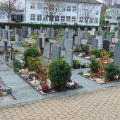 Auf neue Erdurnengräber folgen Urnenwände