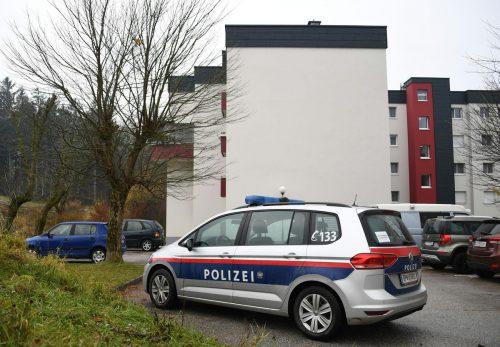 Wegen starkem Rauch in der Wohnung des Täters wurde das Haus evakuiert. APA