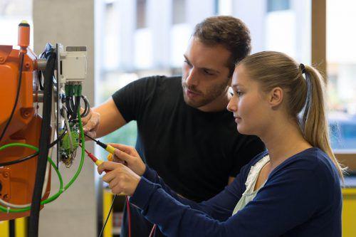 An der Fachhochschule Vorarlberg wird das duale Bachelorstudium Elektrotechnik Dual angeboten. Hannes Thalmann