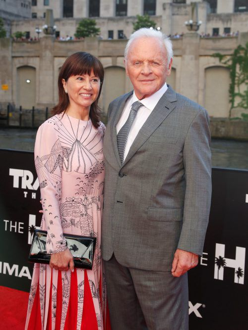 "Anthony Hopkins mit seiner Frau Stella Arroyave im Juni 2017 bei der US-Premiere von ""Transformers: The Last Knight"" in Chicago.  RTS"