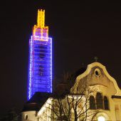 Weltrekordversuch: Kirchturm als Kerze