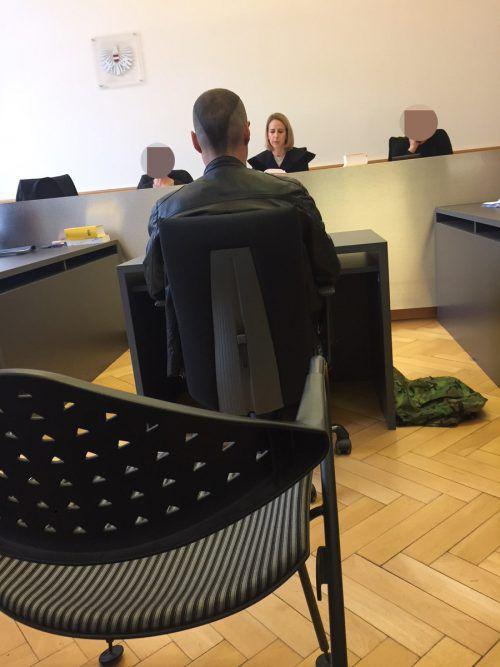 """Der """"Betroffene"""" vor Richterin Claudia Hagen am Landesgericht. VN-gs"""