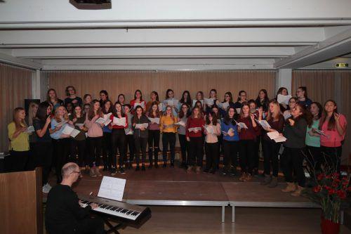 Der Chor der HLW Rankweil begeisterte mit ABBA-Songs. Meusburger