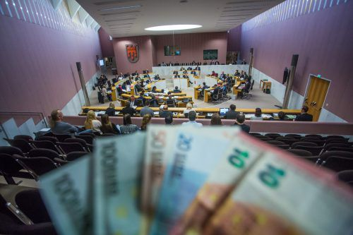 Am Mittwoch wurden die neuen Landtagsabgeordneten angelobt. Sie erhalten dafür über 5000 Euro brutto im Monat. VN/Steurer