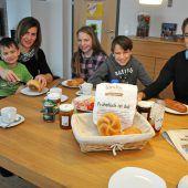 Bei Familie Kirchberger bringt Ländleexpress das Frühstück
