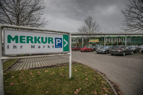 Die Tage des Dornbirner Merkur Marktes sind gezählt. Ab Anfang 2018 wird neu gebaut, eröffnet wird dann Ende des Jahres.VN/Sams