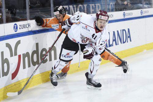 Dinamos Frenks Razga entkam Jesper Lindgren. Ap