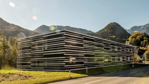 Gebäude mit besonderem Design: 2014 wurde der Hauptsitz von Gantner Instruments errichtet und heuer vergrößert. Firma