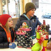 Kinder suchten ihre Nikolausstiefel