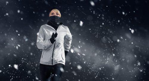 Im Schnee joggen ist nicht jedermanns Sache. Es gibt jedoch Alternativen, am Vorsatz, regelmäßig zu laufen, festzuhalten.