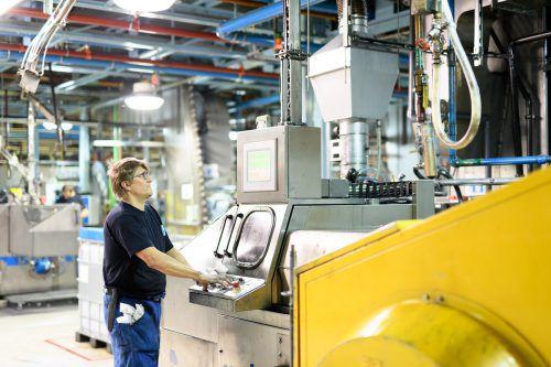 Maschinenbau- und Elektrotechniker werden bei der Ball Corporation in Ludesch ausgebildet und gesucht. Rhomberg