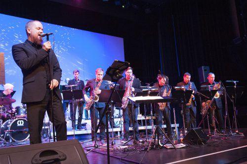 Mastermind der 17-köpfigen Stammmannschaft ausgewiesener Jazzgrößen aus der Region war erneut Thomas Gertner. Rainer Feurstein