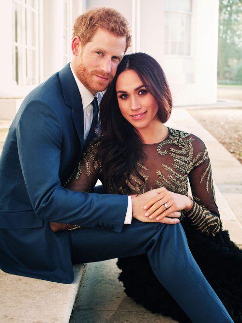Meghan Markle feiert erstmals Weihnachten mit der königlichen Familie. Kurz vor dem Fest hat der Kensington-Palast offizielle Verlobungsfotos veröffentlicht. AP