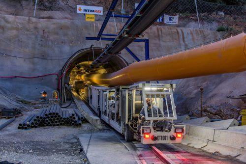 Nach 35 Baumonaten freut sich Jäger Bau über den erfolgreichen Durchschlag des Aposelemis Tunnels auf Kreta. Jäger
