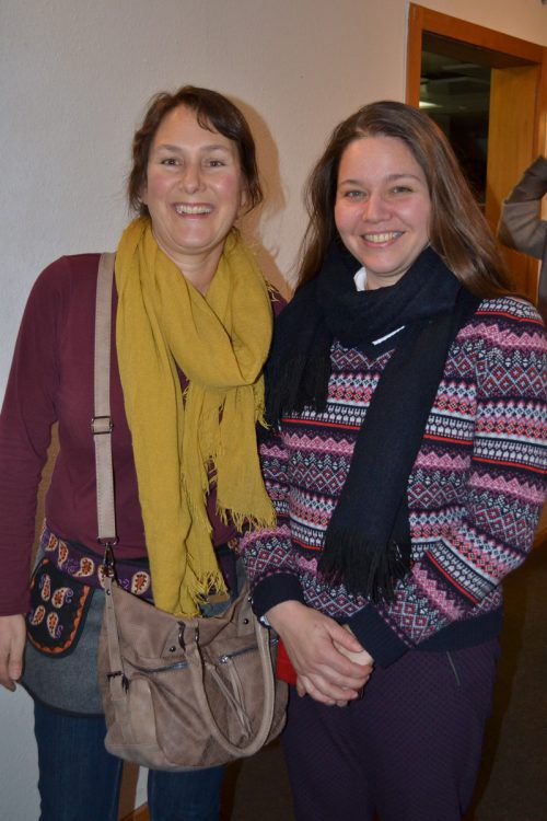 Nadine Gadient und Flüchtlingskoordinatorin Margot Pires feierten mit.