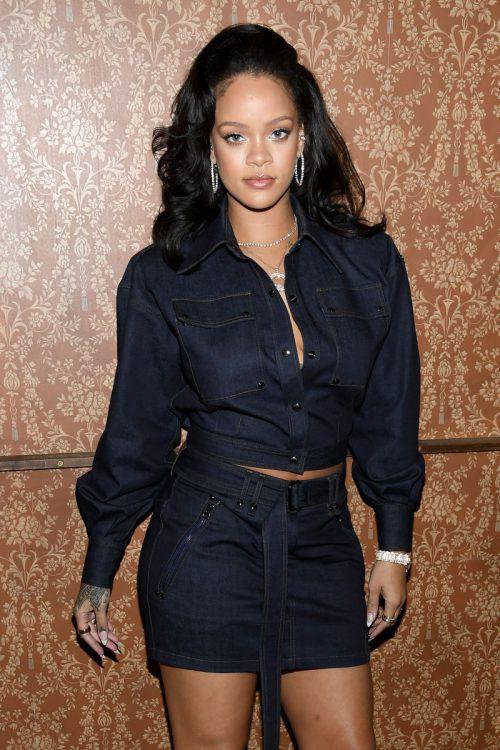 NEW YORK, NY - OCTOBER 12: Rihanna attends Vogue's Forces of Fashion Conference at Milk Studios on October 12, 2017 in New York City. Dimitrios Kambouris/Getty Images/AFP ++ KEINE NUTZUNG IN TAGESZEITUNGS-BEILAGEN! NUR REDAKTIONELLE NUTZUNG IN TAGESZEITUNGEN, TAGESAKTUELLER TV-BERICHTERSTATTUNG (AKTUELLER DIENST) UND DIGITALEN AUSSPIELKAN€LEN (WEBSITES/APPS) IM UMFANG DER NUTZUNGSVEREINBARUNG. S€MTLICHE ANDERE NUTZUNGEN SIND NICHT GESTATTET.++