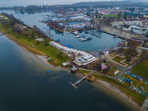 Entwürfe und mögliche Pläne für die Neugestaltung des Harder Seeufers sorgen weiterhin für Debatten. VN/Steurer