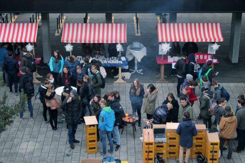 """Ungewöhnliche Geschenksideen kurz vor dem Fest bietet der """"hak-has-Weihnachtsmarkt""""."""