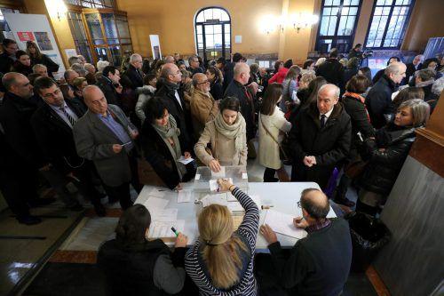 Wegen der Kontroverse um die Unabhängigkeit herrschte großer Andrang auf die Wahlurnen.REUTERS